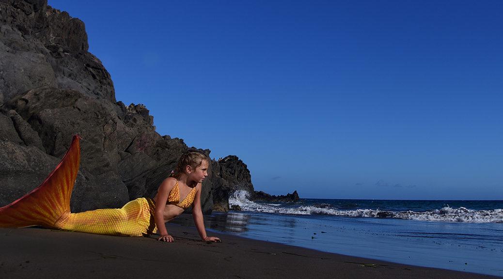 kleines Mädchen als Meerjungfrau